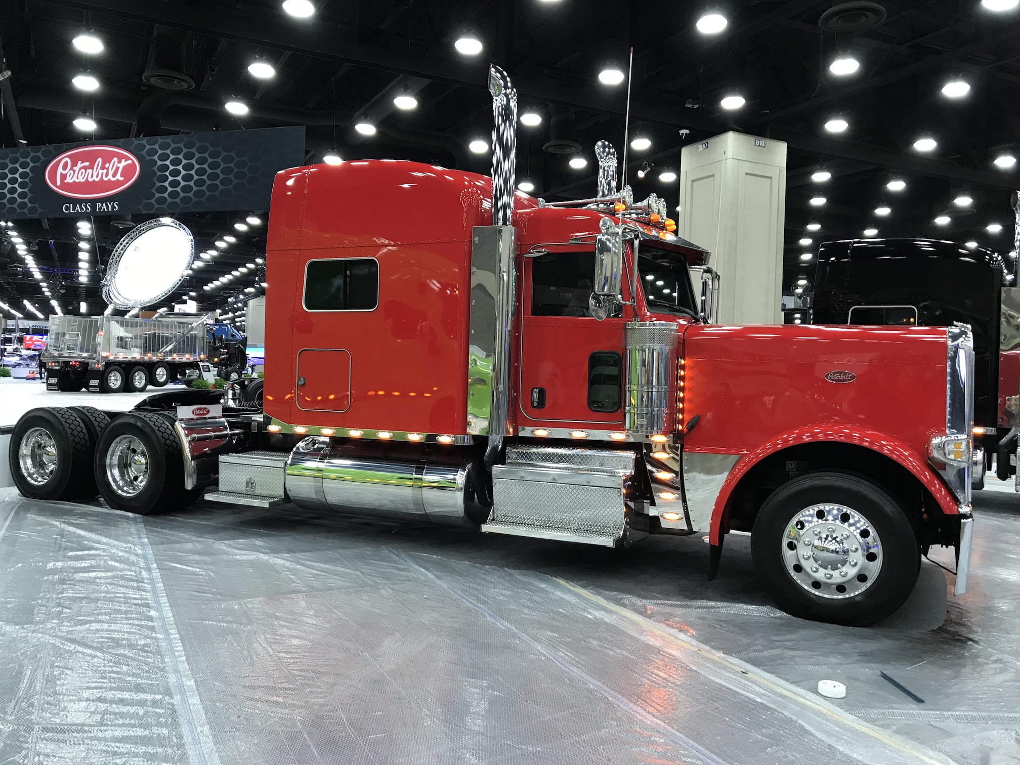 Tlg Provides Red Oval Trucks At Mid America Trucking Show